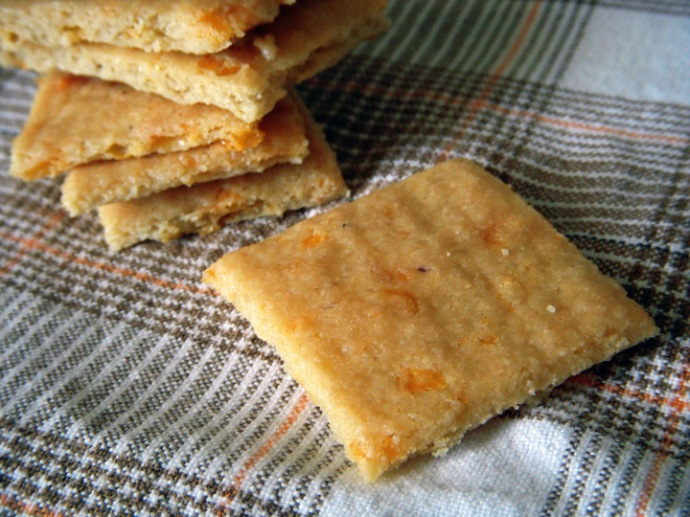 Almond Cheddar Crackers